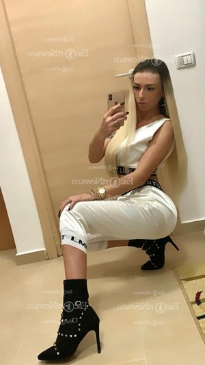 Automne curvy outcall escort Sunset
